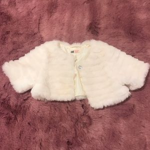Adorable faux fur little girls' cape - like new!
